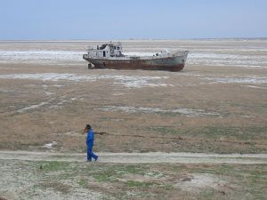 Abandoned ship, Aral Sea [Photo: Commons.Wikipedia]
