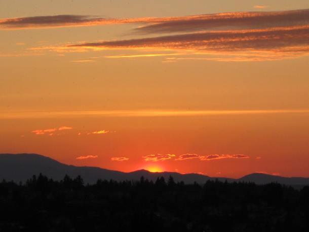 Obedient clouds. (Seattle, April 27, 2012)
