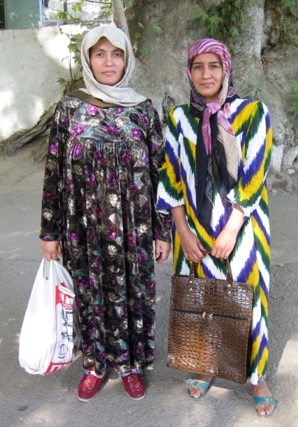 Gracious Urgut women, near the Uzbek-Tajik border (2008)