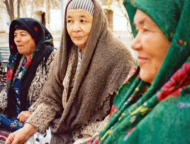 Uzbekistan, Bukhara, mosque, women