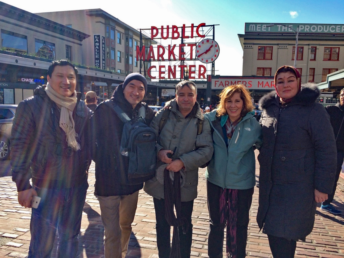 A windy Saturday with Uzbek journalists at Seattle's #1 destination: Pike Place Market Elyorjon Ehsonov, Sanjar Said, A'zam Obidov, Helen Holter, Nigora Umarova (Seattle, February 17, 2018)